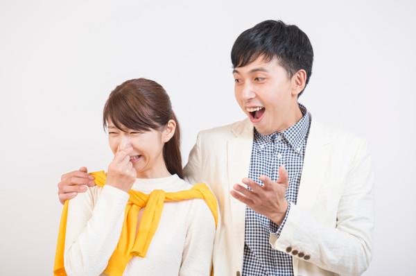 口が臭いことをどう伝えればいいのか 多くの人が気にすることの一つに口臭が挙げられます。家族や友人、恋人などと一緒に話しているときに、なんだか口の臭いが気になる人も多いことでしょう。このようなときに口が臭いことをストレートに伝えてしまえば、相手を傷つけることになってしまいます。