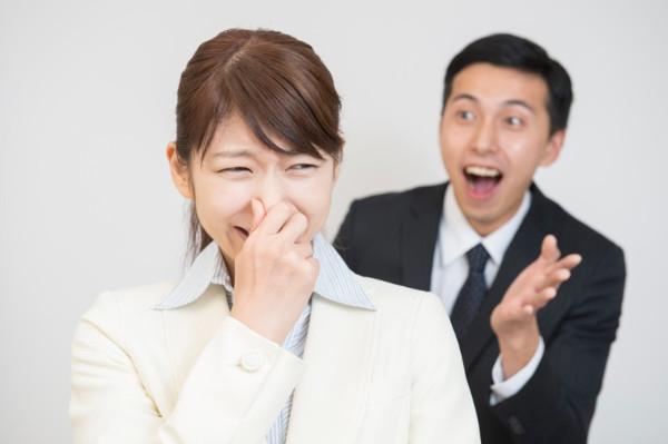 10人中8人が気付いていない!? ドブくさ?い息で嫌われてるかも!突然ですが自分の息はクサイわけがない!なーんて思っていませんか? 実は口臭って自分では気が付かない人が多いのです! ある研究機関が調査した結果、10人中8人が自分の口臭に気付いていないそうです。