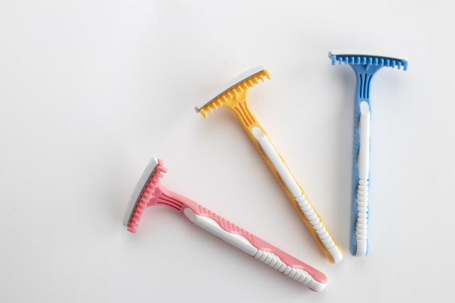 ムダ毛処理の方法 ムダ毛のお手入れ方法 ムダ毛処理には様々な方法があります!カミソリや電気シェーバー・除毛クリームなど安価ですぐにトライできるものから、クリニックでのレーザー脱毛やサロンでの光脱毛、家庭用脱毛器など、いくつか選択肢があるムダ毛の処理。