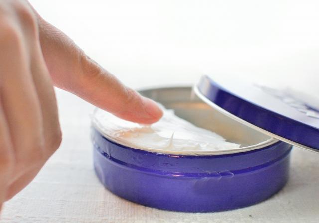 除毛クリームの使い方やコツまたは注意点は? 間違った使い方してない?除毛クリームの正しい使い方 除毛クリームは正しい使い方をしてこそ、十分な除毛効果を発揮します。また、使用後の肌トラブルも回避できます。商品に記載されている使用方法は必ず守りましょう!他にも、使用できる部位やクリームをつけている時間は、商品によって異なります。