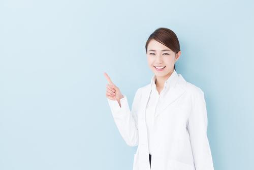 医薬品とサプリメントの違いは? 医薬品は特定の疾患と病気の予防、治療を目的としています。成分内容と副作用、用法と用量に効果・効能について、品質と有効性、安全性の審査を通って厚生労働省から承認を受けたものです。